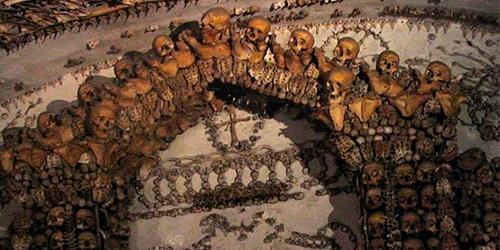 церква-з-черепами